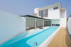 For SaleHouseChiang Mai : Special price Pool villa Modern style near the world garden.
