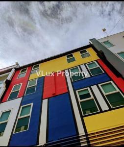 For SaleShophousePhuket, Patong : Commercial building near beach for Sale