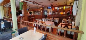 ขายขายเซ้งกิจการ (โรงแรม หอพัก อพาร์ตเมนต์)ภูเก็ต ป่าตอง : ขายร้านอาหารใกล้ชายหาด 120 ที่นั่งพร้อมโรงแรม 12 ห้อง