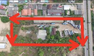 For SaleLandLampang : Land for sale, prime location, next to the new road with buildings, 1 large house