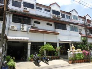For SaleHome OfficeSeri Thai, Ramkhamhaeng Nida : Sell townhome 2 units, Soi Serithai 25, Khlong Kum Sub-District, Bueng Kum District, Bangkok 10240
