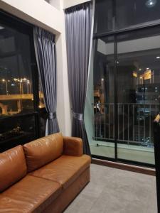 For RentCondoBangna, Lasalle, Bearing : For rent Condo Beyond Sukhumvit, 1 bedroom, corner room, big balcony, good view, no building block Washing machine, refrigerator, storage room, fully furnished, electric