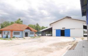 For RentWarehouseYothinpattana,CDC : Code C4102 Warehouse for rent with office and house, total area of 3 rai, Ramindra Road 109. Phraya Suren