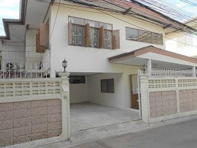 For RentHouseNana, North Nana,Sukhumvit13, Soi Nana : 2 storey detached house for rent in Sukhumvit area, near BTS Thonglor, Soi Sukhumvit 49, suitable for residence.