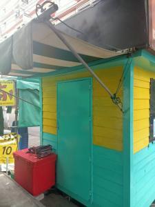For LongleaseRetailPattanakan, Srinakarin : Sell area ready to sell fresh fruit shakes.