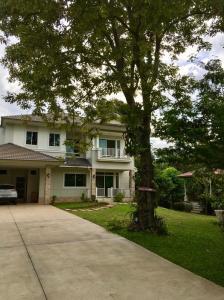 For SaleHouseKorat KhaoYai Pak Chong : Villa for sale Phutawan Village 4 Project, Pak Chong, Nakhon Ratchasima, beautiful house, good atmosphere, shady, planted on a slope of good ozone source
