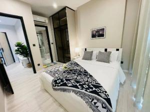 For RentCondoRatchathewi,Phayathai : 🔥 Urgent 🔥 Condo for rent, big room, decorated with beautiful furniture, whole room The room is still new. Interested in moving in at the room payathai✨✨