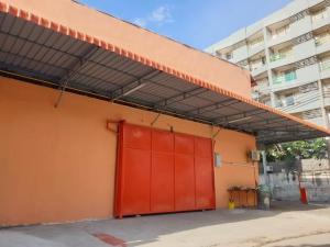 For RentWarehouseRatchadapisek, Huaikwang, Suttisan : Warehouse and office for rent, area 276 sq m., Prachasongkroh Road, Ratchada Soi 3, near Fortune.