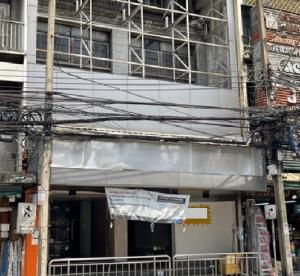 For RentShophouseSilom, Saladaeng, Bangrak : For Rent 4-storey building on Charoen Krung Road. Opposite Robinson - Bangrak In the heart of Bangkok business, the best location near BTS Taksin, suitable for all types of businesses.