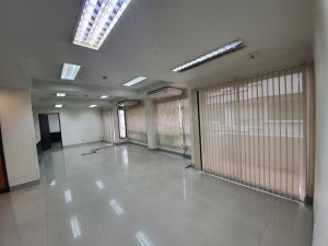 เช่าคอนโดวงเวียนใหญ่ เจริญนคร : คอนโด สาทร เพลส ใกล้ BTS กรุงธนบุรี ห้องใหญ่พิเศษ 140 ตร.ม 4 ห้องนอน 2 ห้องน้ำ ชั้น5 ตึกC
