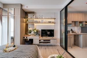 For SaleCondoSamrong, Samut Prakan : ทุบราคาสุดปัง🔥 คอนโดติดรถไฟฟ้า ห้องใหม่ พร้อมอยู่                   ราคาเพียง 2.XX ล้านบาทเท่านั้น🔥