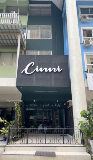 For RentShophouseSukhumvit, Asoke, Thonglor : *** Building for rent, Sukhumvit 22 *** Sukhumvit 22, Klongtoey district, 2-way access, Sukhumvit line and Rama 4 road Price 70,000 baht / month