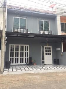 For SaleTownhouseKaset Nawamin,Ladplakao : Urgent sale, was Ma Areeya Color 2, Lat Pla Khao, reduced to 2.99 million.