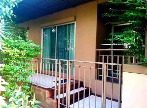 For SaleCondoNawamin, Ramindra : For sale Lumpini Park Nawamin Sriburapha, 1st floor, size 34 sqm, has a balcony in front of a private room.