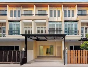 For SaleTownhouseChengwatana, Muangthong : Quick sale, cheap price, Vista Park, Chaengwattana, reduced to 3.69 million