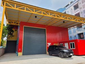 For RentWarehouseRangsit, Patumtani : For Rent Warehouse for rent, new condition, Soi Rangsit-Nakhon Nayok. Rangsit-Nakhon Nayok Khlong 4, Thanyaburi, not deep into the alley, an area of 240 square meters, six wheels, ten wheels, easy access