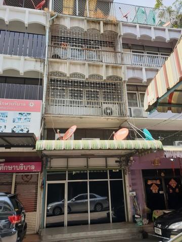 For RentShophouseSapankwai,Jatujak : Commercial building for rent 4 floors, Saphan Khwai area, Chatuchak, near BTS Saphan Kwai Suitable for office or office