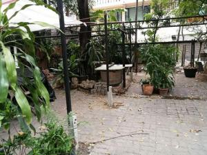 For RentLandSukhumvit, Asoke, Thonglor : Land for rent in Thonglor area. Suitable for a restaurant Near BTS Thonglor 300 meters, next to Soi Road, able to access both Sukhumvit Road and Rama 4 Road.