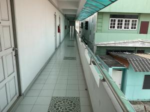 For SaleBusinesses for saleOnnut, Udomsuk : ขาย 65 ล้าน อพาร์ทเม้น 5 ชั้น บนถนนอุดมสุข จำนวน 54 ห้อง บนที่ดิน 118 ตารางวา มีผู้เช่า 95% เดินทางไป BTS อุดมสุข สะดวก 500 เมตร