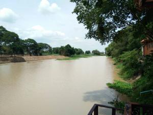 For SaleLandSuphan Buri : Urgent sale, beautiful translated land, next to Tha Chin River, Pak Nam Subdistrict, Suphanburi Province