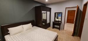 For SaleCondoRatchadapisek, Huaikwang, Suttisan : Condo for sale Klangkrung Resort, room size 36 sqm. 4th floor (S2143)