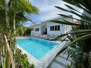 For SaleHousePattaya, Bangsaen, Chonburi : Luxury pool villa for sale & rent