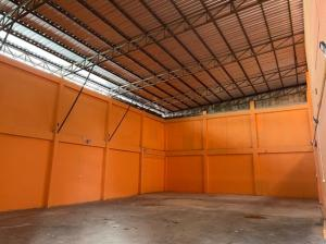 For RentWarehouseRatchadapisek, Huaikwang, Suttisan : For Rent for rent, warehouse with office, area 332 square meters, Soi Pracha Songkhro 2, Din Daeng, very good location, suitable as a warehouse or distribution center.