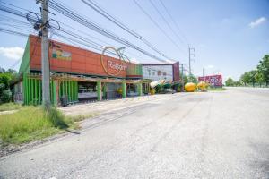 For SaleLandKamphaeng Phet : Land for sale with souvenir shop business On Phaholyothin Road, Khlong Khlung, Kamphaeng Phet, the cheapest price.