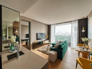For RentCondoSilom, Saladaeng, Bangrak : For rent >> Saladaeng One. 1 bedroom. Corner unit. Lumpini garden View.