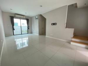 For SaleTownhouseSathorn, Narathiwat : Urgent sale, Baan Klang Muang, Kalapapruek, Sathorn, reduced to 3.59 million