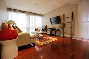 For RentCondoWitthayu,Ploenchit  ,Langsuan : Noble 09 Ruamrudee Furniture + appliances ready to move in.
