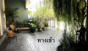 For RentOfficePha Nakorn, Yaowarat : !!! Quick sale ... very good price !!! Or interested in renting can contact Home Office 4 floors corner room with elevator in the building. Can be rented as an office. Interested, please contact Ms. Bell 0894414445.