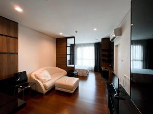For RentCondoSukhumvit, Asoke, Thonglor : Condo for rent : IVY THONGLOR Type Studio room 1 bathroom separate kitchen from the room Size 38 sq.m. Floor 8