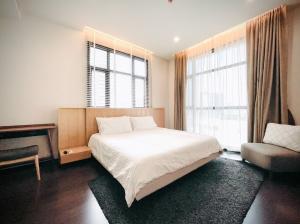 เช่าคอนโดสุขุมวิท อโศก ทองหล่อ : Well appointed & stylish 2 bedrooms unit (size: 83.5 sq.m.) for rent @85,000 THB