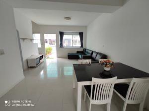 For RentTownhousePattanakan, Srinakarin : 🗣 For rent 🔺 New house Rama 9-Srinakarin 🔺 Townhome 3 floors 💰 Special price‼ ️