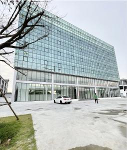 เช่าสำนักงานลาดพร้าว71 โชคชัย4 : ให้เช่า อาคารสำนักงาน 7 ชั้น ลาดพร้าว 84 แบ่งชั้นเช่า ขนาด 3,200 ตร.ม. ใกล้ ตลาดเลียบด่วนรามอินทรา
