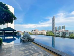 For RentCondoWongwianyai, Charoennakor : Urgent Rent ++ Baan Sathorn Chao Phraya Condo ++ High Floor ++ Good Decor ++ Available @ 25000 🔥
