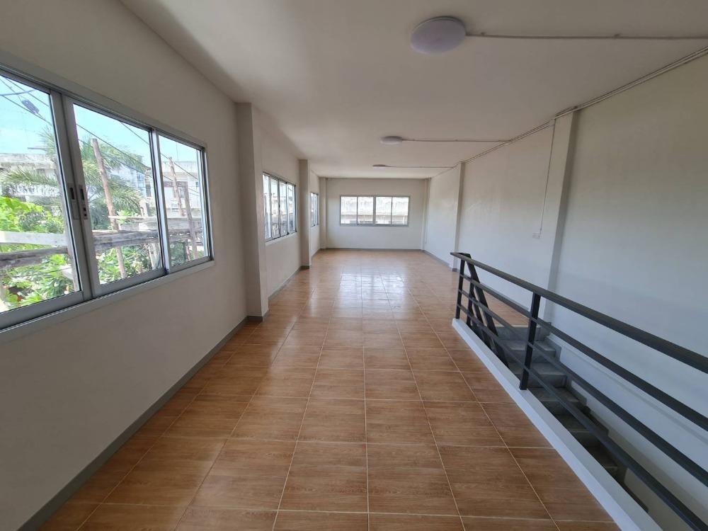 For RentShophousePattaya, Bangsaen, Chonburi : New commercial buildings for rent in the city of Chonburi.