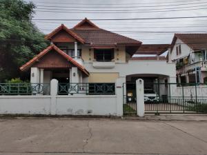 For SaleHousePattaya, Bangsaen, Chonburi : Terrace Hill Sriracha house, corner area, size 101 sq.wa., beautiful decoration, well built wood furniture
