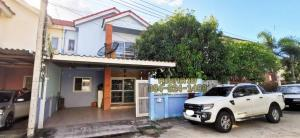 For SaleHouseBangbuathong, Sainoi : Twin house for sale is the cheapest, very large, a lot of space, the pile is ready to be added. Built kitchen is ready.