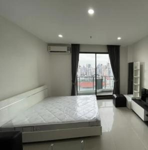 For RentCondoSukhumvit, Asoke, Thonglor : Condo for rent, Supalai Premier @ Asoke, there is a washing machine 35 sqm., 21st floor, cheap price only 15000 baht.