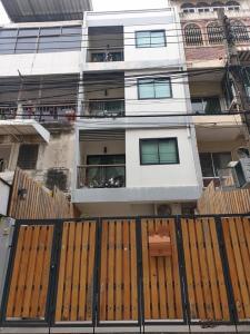 For RentTownhouseKhlongtoei, Kluaynamthai : BH992 Townhouse for rent, 4 floors, 6 bedrooms, 7 bathrooms, area 22 square wah, Khlong Toei district.