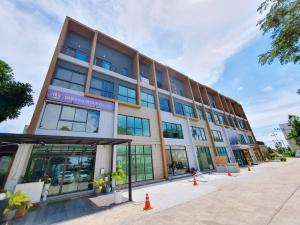 เช่าทาวน์เฮ้าส์/ทาวน์โฮมลาดกระบัง สุวรรณภูมิ : TC-9142 เช่าถูก บ้านกลางเมือง The Edition บางนา-วงแหวน Luxury Home Office 4 ชั้นติดถนนใหญ่ใกล้เมกะบางนา