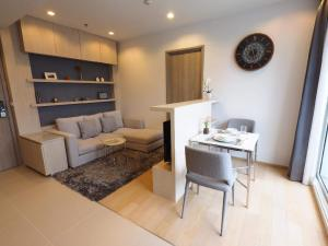 For RentCondoSukhumvit, Asoke, Thonglor : Condo for rent HQ THONGLOR.💥 Beautifully decorated like your own 💥 Near BTS Thonglor, south balcony. The central area is fully furnished, beautiful decoration, fully furnished, complete electrical appliances You can drag a single bag and move in.Size 44