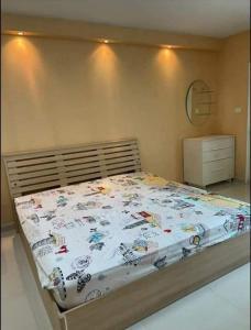 For RentCondoRatchadapisek, Huaikwang, Suttisan : For rent Supalai City Home near MRT Cultural Center.