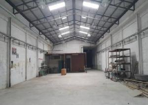For RentWarehouseBangna, Lasalle, Bearing : For Rent 3-storey warehouse and office for rent, land area 230 square meters, warehouse floor 432 square meters, very good location on King Kaew Road Not deep into the alley Ten wheels in and out