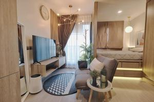 For RentCondoLadprao, Central Ladprao : 🔥Don't miss it. You can't be beautiful anymore. ** There is a special price for you. Message me!!️ Life Ladprao, next to BTS Ha Yaek Lat Phrao.