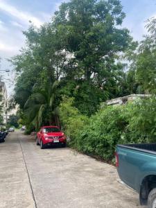 For SaleLandKaset Nawamin,Ladplakao : Land for sale 106 square wah, Sukhonthasawat road. Enter the alley 50 meters Suitable for building a house, restaurant, near Kaset-Nawamin road.