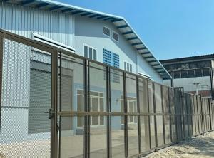 For RentWarehouseLadkrabang, Suwannaphum Airport : For Rent Warehouse and office for rent. Chaloem Phra Kiat Road Through Srinakarin, has built a new building near Mega Bangna, a very new warehouse, the best location.