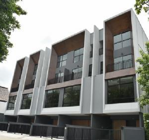 เช่าทาวน์เฮ้าส์/ทาวน์โฮมลาดพร้าว71 โชคชัย4 : For Rent ให้เช่าทาวน์โอม 3.5 ชั้น โครงการอาร์เด้น ลาดพร้าว 71 ซอยสตรีวิทยา 2 บ้านสวย สภาพใหม่ บ้านไม่มีเฟอร์นิเจอร์ แอร์ 4 เครื่อง อยู่อาศัย หรือ Home Office